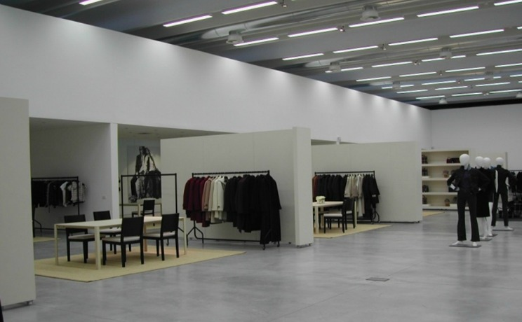 Ristrutturazione showroom via Orobia